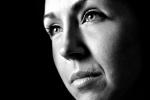 Portrait jeune femme noir et blanc par Élisabeth Émond
